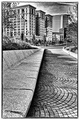 Cleveland (Lucille-bs) Tags: amrique etatsunis usa ohio midwest cleveland nb bw architecture pav city flickrtravelaward