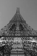 Parque Europa - Torre Eiffel (damargo1983) Tags: parqueeuropa torrejn torrejndeardoz torre torreeiffel monumento monument parque park pespectiva perspective lneas lines rplica bw blancoynegro luz light cielo sky arquitectura architecture
