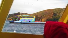 """Passage de notre bus sur le lac Titicaca <a style=""""margin-left:10px; font-size:0.8em;"""" href=""""http://www.flickr.com/photos/83080376@N03/20759842428/"""" target=""""_blank"""">@flickr</a>"""
