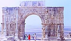 Arco de triunfo romano de Caracalla en Volubilis (1982), Marruecos. (eustoquio.molina) Tags: people tourist archeology arqueología volubilis ruins romano caracalla monumento monument