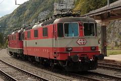 SBB Lokomotive Re 4/4 II 11108 in den Swiss - Express Farben orange - Steingrau ( Hersteller SLM Nr. 4640 - BBC - MFO - SAAS - Baujahr 1967 mit Scherenstromabnehmer ) am Bahnhof Vallorbe im Waadtländer Jura im Kanton Waadt - Vaud der Schweiz (chrchr_75) Tags: chriguhurnibluemailch christoph hurni chrigu chriguhurni chrchr chrchr75 albumzzz201509september september 2015 albumbahnenderschweiz2015712 eisenbahn bahn schweizer bahnen albumsbbre44iiiii lok lokomotive sbb cff ffs schweizerische bundesbahn bundesbahnen re44 re 44 schweiz suisse switzerland svizzera swiss albumbahnenderschweiz zug train juna zoug trainen tog tren поезд паровоз locomotora lokomotiv locomotief locomotiva locomotive railway rautatie chemin de fer ferrovia 鉄道 spoorweg железнодорожный centralstation ferroviaria