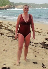 Thighs are a little red! (copperbottom1uk) Tags: red woman swimsuit swimwear maillot swimmingsuit