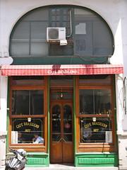 Cafe Brasilero, Ituzaingo 1447, Montevideo (Yekkes) Tags: door windows green window latinamerica southamerica facade awning uruguay restaurant cafe stripes ituzaingo montevideo ciudadviejo cafebrasilero