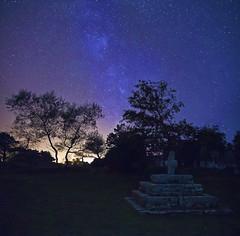 la croix de st gonvel (fubu.flemm) Tags: france religion bretagne arbres nuit étoiles croix argenton voielactée