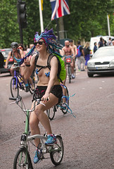 WNBR UK 2015 London: Carnival atmosphere (pg tips2) Tags: uk england london 2015 worldnakedbikeride wnbr bareasyoudare cyclonudista bodyfreedom curbcarculture worldnakedbikerides cyclesafety