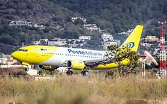 B 737-3Y0 (QC) -- Mistral Air  ( aterrizando en Ibiza ) (ibzsierra) Tags: avion plane aviacion aviation ibiza eivissa baleares canon 7d 2100400 is usm b7373y0qc boeing b737 b738 mistral air misralair eicfq aircrat