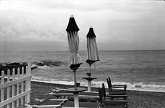 le vacanze sono finite (Luca Scarpa) Tags: mare vacanze film ilford 35mm bn bw blackandwhite biancoenero