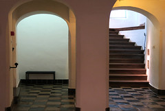 Crime Scene (YIP2) Tags: museum art prinsenhof museumprinsenhof delft holland past history king indepence willem williamoforange stairs arches