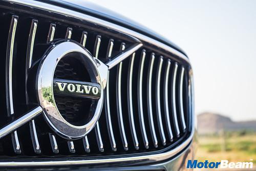 2016-Volvo-S90-14