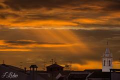 Un rayo de luz (Francisco Jos Rubio) Tags: cielo nube amanecer