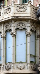 Barcelona - Mallorca 207 b 1 (Arnim Schulz) Tags: modernisme barcelona artnouveau stilefloreale jugendstil catalua catalunya catalonia katalonien arquitectura architecture architektur spanien spain espagne espaa espanya belleepoque window fenster ventana finestra fentre art arte kunst baukunst modernismo gaud liberty