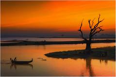 Myanmar. Sunset at Taungthaman's lake. (leonhucorne) Tags: asie myanmar lake lac taungthaman teck pont ubein travel voyage birmanie flickrtravelaward