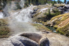 Heart Lake Geyser Basin: Puffing Spring *update* (Chief Bwana) Tags: wy wyoming yellowstone yellowstonenationalpark nationalparks backcountry heartlake heartlakegeyserbasin geyserbasin hotspring fissuregroup puffingspring witchcreek geothermal psa104 chiefbwana