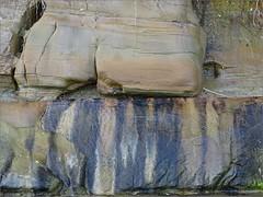 Vu en croupe de la baigneuse assise sur un rocher ( L'humoureuse :-)) Tags: