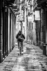 En bici per Ciutat Vella   -  Cycling to Old Town