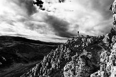 Voglia di Volare (314 Photographer) Tags: roccacalascio rocca calascio paesaggi abruzzo laquila bn volare castello rovine gransasso italia