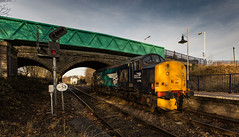 DRS Class 37/7 no 37716 arrives at Shirebrook on 30-11-2016 light engine from York to W.H Davis Ltd to collect Nuclear Flask Wagons. (kevaruka) Tags: shirebrook mansfieldwoodhousestation mansfield nottinghamshire derbyshire whdavis class37 37716 trains train transport railway colour colours blue yellow green red bridge drs directrailservices networkrail britishrail historic classic heritage history englishelectric england autumn 2016 november canon canoneos5dmk3 canon5dmk3 canonef1635f28mk2 did uwa ultrawideangle 5d3 5diii 5d 5dmk3 outdoor telephototrains kevinfrost photography eos