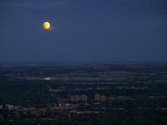 Super Moon rising (chuha) Tags: sky reflection night cu moonrise flagstaff bloodmoon bouldercolorado williamsvillage supermoon