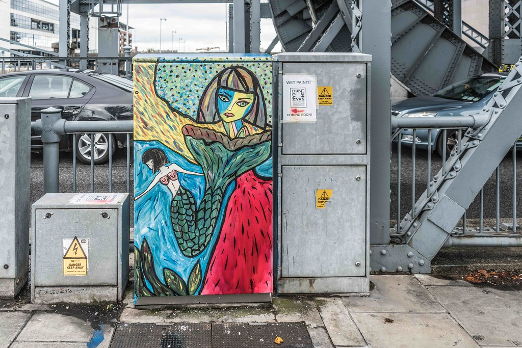 DUBLIN STREET ART AT THE LIFT BRIDGE BESIDE THE SAMUEL BECKETT BRIDGE [DUBLIN CANVAS]-108676