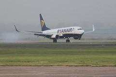 EI-EKP landing. (aitch tee) Tags: aircraft landing boeing ryanair airliner jetliner walesuk cardiffairport b737800 eiekp maesawyrcaerdydd