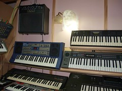LP158651 (LoxPix2) Tags: boss music studio guitar fender synth roland korg yamaha emu gibson akai novation alesis kawai maudio behringer kurzweil teisco ensoniq tapco rogerlinn loxpix