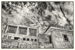 Seagulls' Resort (toletoletole (www.levold.de/photosphere)) Tags: sky bw seagulls clouds cityscape himmel wolken morocco sw essaouira marokko xt1 fujixt1