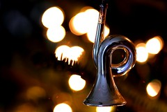 horn, christmas tree decoration (2) (HansHolt) Tags: horn hoorn glass glas decoration versiering versiersel vintage antiek christmas tree kerstboom macro bokeh reflection reflectie canon 6d 100mm canoneos6d canonef100mmf28macrousm macromondays hmm thebeautyofbokeh