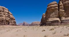 Wadi Rum  /   # 16 (schreibtnix) Tags: reisen travelling naherosten neareast  jordanien jordan  landschaft landscape wste desert wadirum felsen rocks himmel sky blau blue olympuse5 schreibtnix