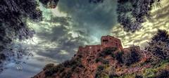 Il Castello (* landscape photographer *) Tags: valsinni materabasilicata landscapephotographer tramonto sunset clouds nuvole paesaggio castello colori colors flickr 2016 nikon 1020 salvyitaly sa sasi salvo