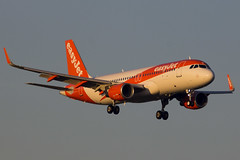 Brand new Easyjet bus landing in the early morning. (rhietbrink) Tags: easyjet a320214 gezps airbus bus a320 new sharklets landing approach approaching morning schiphol amsterdam
