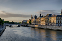 Orient express - Paris_5.jpg (r_lizzimore) Tags: france chaletparis warmlight sunrise bridge french paris sienne river morning building