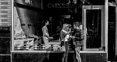 Mmmmmm (graatsie) Tags: amsterdam haarlemmerstraat people food etalage boyandgirl zwartwit winkel mensen fujixt1 35mm