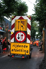 Moving Road Works (Davydutchy) Tags: feest holland netherlands festival feast village august parade float paysbas optocht friesland umzug niederlande 2015 fryslân dorpsfeest langweer jaarmarkt langwar merke langwardermerke praalwagen optochtwagen
