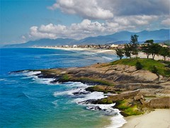 Beach in Saquarema- RJ (umberto.malagute) Tags: sea brazil costa praia beach beautiful gua brasil riodejaneiro landscape coast mar surf waves rj sony paisagem litoral ondas saquarema wonderfull maravilha dscw125