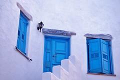 Amorgos - Lagadha - fenêtres 2 - Explore (luco*) Tags: windows house explore greece maison grèce cyclades amorgos fenêtres kyklades hellada flickraward flickraward5 flickrawardgallery lagadha