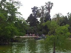 """Turistas en el lago del Parque de la Ciudadela • <a style=""""font-size:0.8em;"""" href=""""http://www.flickr.com/photos/78328875@N05/23202066291/"""" target=""""_blank"""">View on Flickr</a>"""