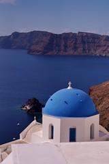 Santorini - Oia -  vue sur la caldera 16 (luco*) Tags: church santorini greece caldera glise santorin grce oia cyclades kyklades hellada flickraward flickraward5 flickrawardgallery