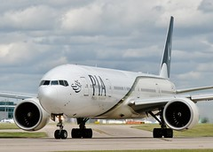 AP-BHW (AnDrEwMHoLdEn) Tags: pia 777 pakistaninternationalairlines