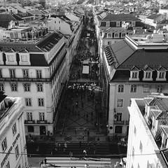Lisboa (Amorestfutui) Tags: street blackandwhite portugal photography lisboa pb rua fotografia pretoebranco bnw monocromtico madeinportugal aoarlivre squarephotography instagramphoto