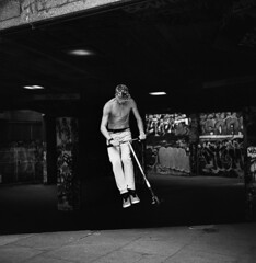 Air (David Stumpp |[o]| Photography) Tags: rolleiflex 35f 75mm tlr twinlensreflex rollei 6x6 mediumformat film 120 pelicula pellicola blackandwhite bw monochrome naturallight available daylight architecture design london uk unitedkingdom eu august 2016 wwwdavidstumppcom davidstumpp skaters pushbikes scooters skatepark southbankskatepark thames river graffiti air jump motion stop freeze