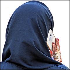 Henn, Abaya et Samsung (keltia17) Tags: abaya abudhabi arab beauty emirates emirati henna henne hijab mobile nails niqab samsung uae veil woman