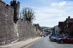 Arundel - Castle Walls High Street (Le Monde1) Tags: arundel howard dukeofnorfolk lemonde1 nikon d610 town castle cathedral romancatholic market westsussex england county uk southdowns riverarun frenchgothic architect josephaloysiushansom walls highstreet