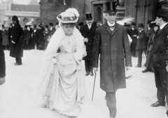 Sir Wilfrid and Lady Laurier going to the parliamentary luncheon, Colonial Conference, London, England / Sir Wilfrid et lady Laurier se rendant au dîner parlementaire pendant la conférence intercoloniale de Londres, en Angleterre (BiblioArchives / LibraryArchives) Tags: lac libraryandarchivescanada bac bibliothèqueetarchivescanada canada wilfridlaurier zoëlaurier primeminister premierministre parliamentaryluncheon colonialconference honourablelpbrodeur honorablelpbroduer 1907 london londres england angleterre dînerparlementaire conférenceintercoloniale