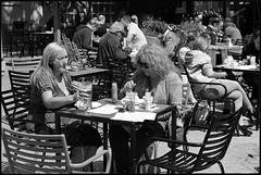 Miss Heineken (Franco & Lia) Tags: street fotografiadistrada photographiederue amsterdam nederland holland beer biancoenero noiretblanc blackandwhite 2485f284 blackdiamond