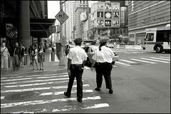 2010-09_DSC_1386_20160726 (Ral Filion) Tags: newyorkcity newyork usa tatsunis nyc manhattan ville amrique urbain gratteciel policier rue city america urban building skyscraper street policeman
