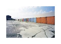 containers (ha*voc) Tags: minoltacle 21mm voigtanderskopar21mmf4 film rangefinder 35mmfilm fujipro160s urban urbanfragments haarlem rusty