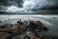 (Finasteride (Magro Massimiliano)) Tags: santamarinella civitavecchia fotografo nuvole pertubazione scogli cielo tramonto samyang samyang14mm d610 nikond610 ptlens magromassimiliano finasteride onda acqua mare nuvola
