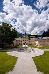 Cloudy Day at Wolfsthurn, II (Lord Markus) Tags: castelmareta wolfsthurn bressanone vipiteno sterzing museo castle castello sdtirol architecture building schloss chateau altoadige suedtirol medieval italia medievale fort old ancient burg brixen racines ratschings principi vescovi vescovado barocco baroque cielo sky nuvole clouds estate summer fountain fontana nikon d300s sigma 1020