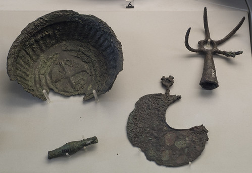 Bronze utensils found at Chiusi, Fonte all'Aia