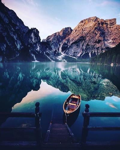 """La vita è rincorrere il tempo."" #lake #mountain #instalike #instagood #instamood #like4like #picoftheday"